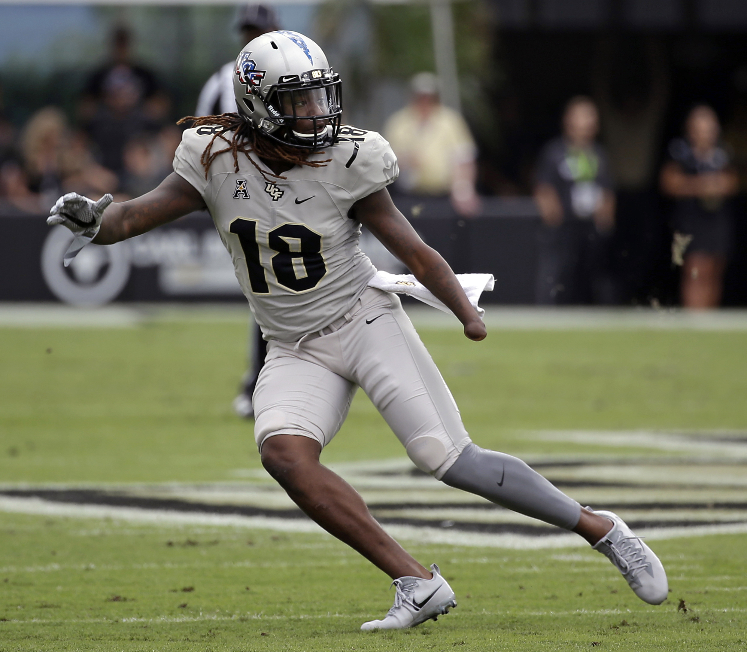 the latest 9068e 59f94 Strong drops h-word in describing Shaquem Griffin