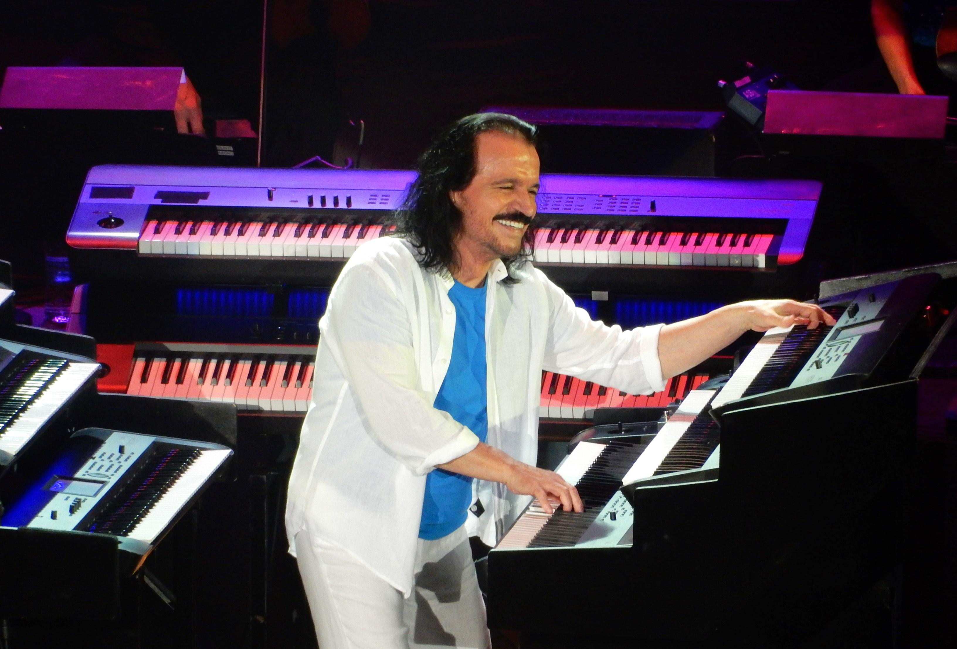 Review: Yanni returns to 'Acropolis' for a passionate night