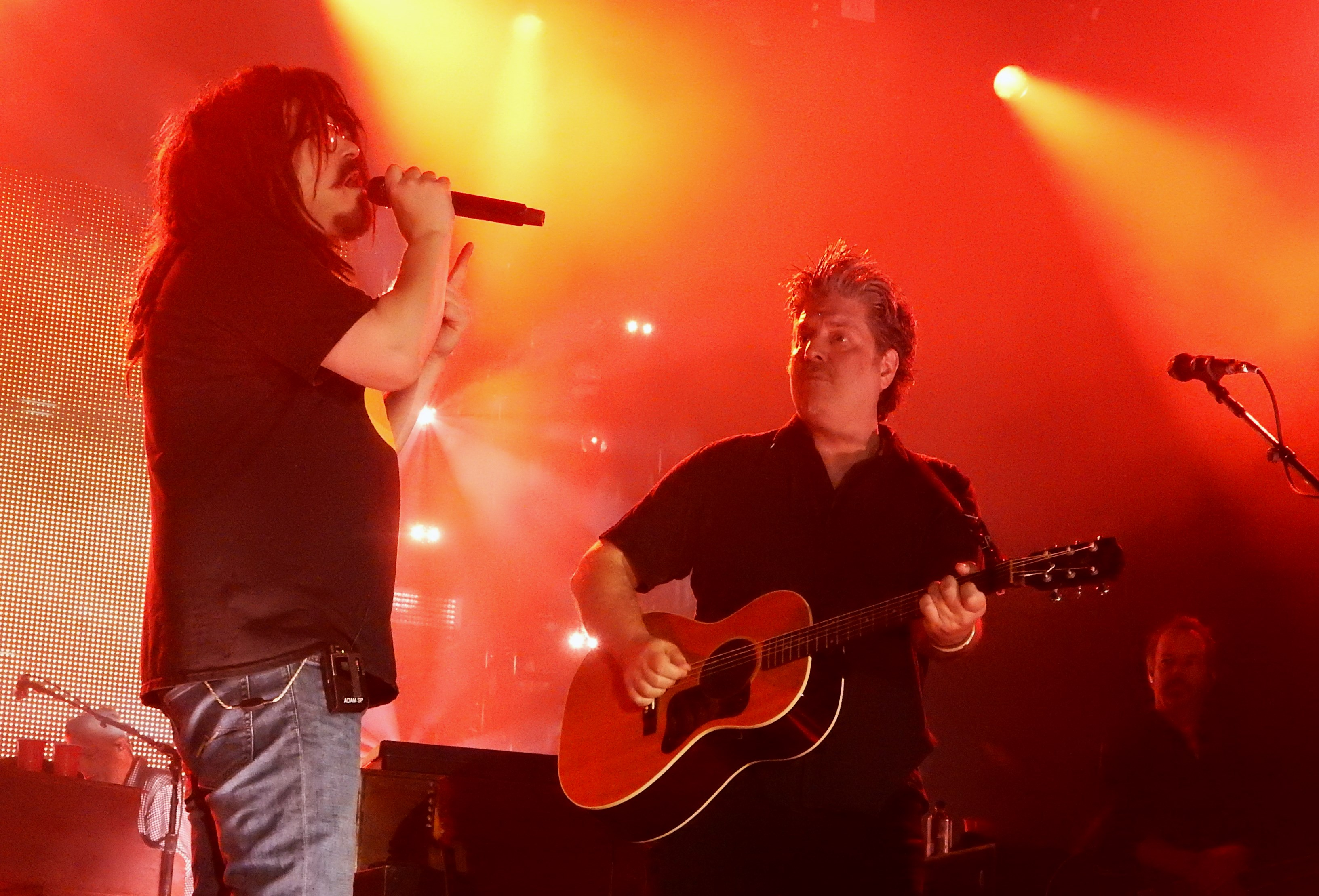 Review Counting Crows Live Rewind A Night Of 90s Nostalgia At Al