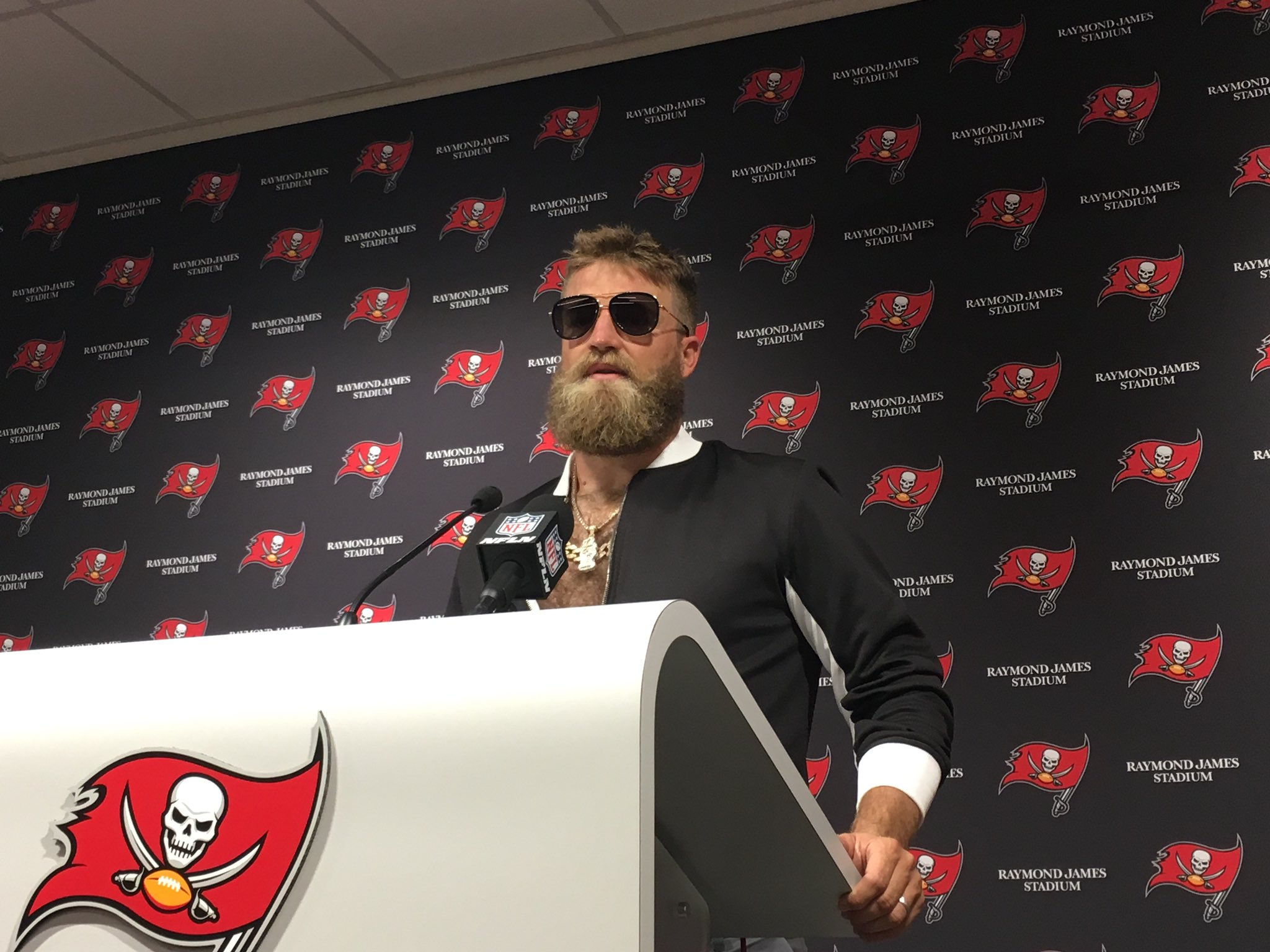 Bucs Eagles Ryan Fitzpatrick Teammates Are Not Who We Thought They Were