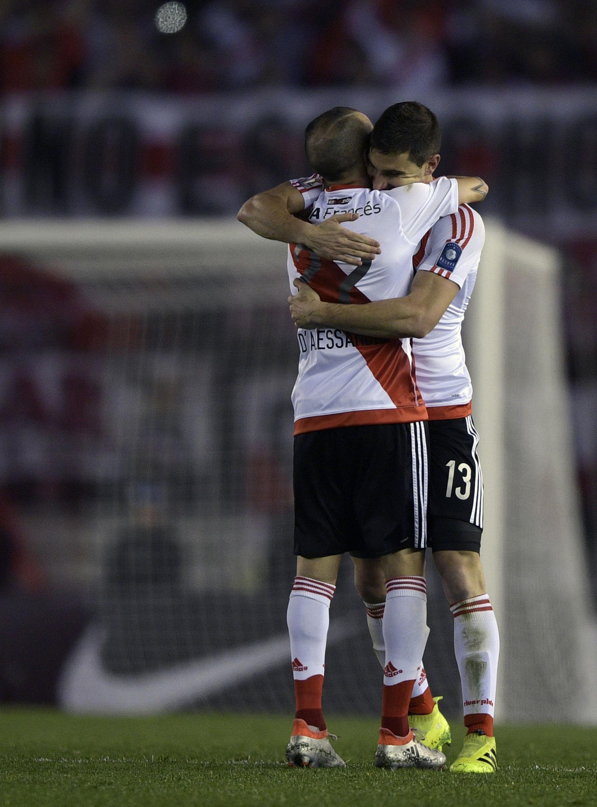 Andrés D'Alessandro y Lucas Alario, dos jugadores clave en el equipo de Marcelo Gallardo (AFP)