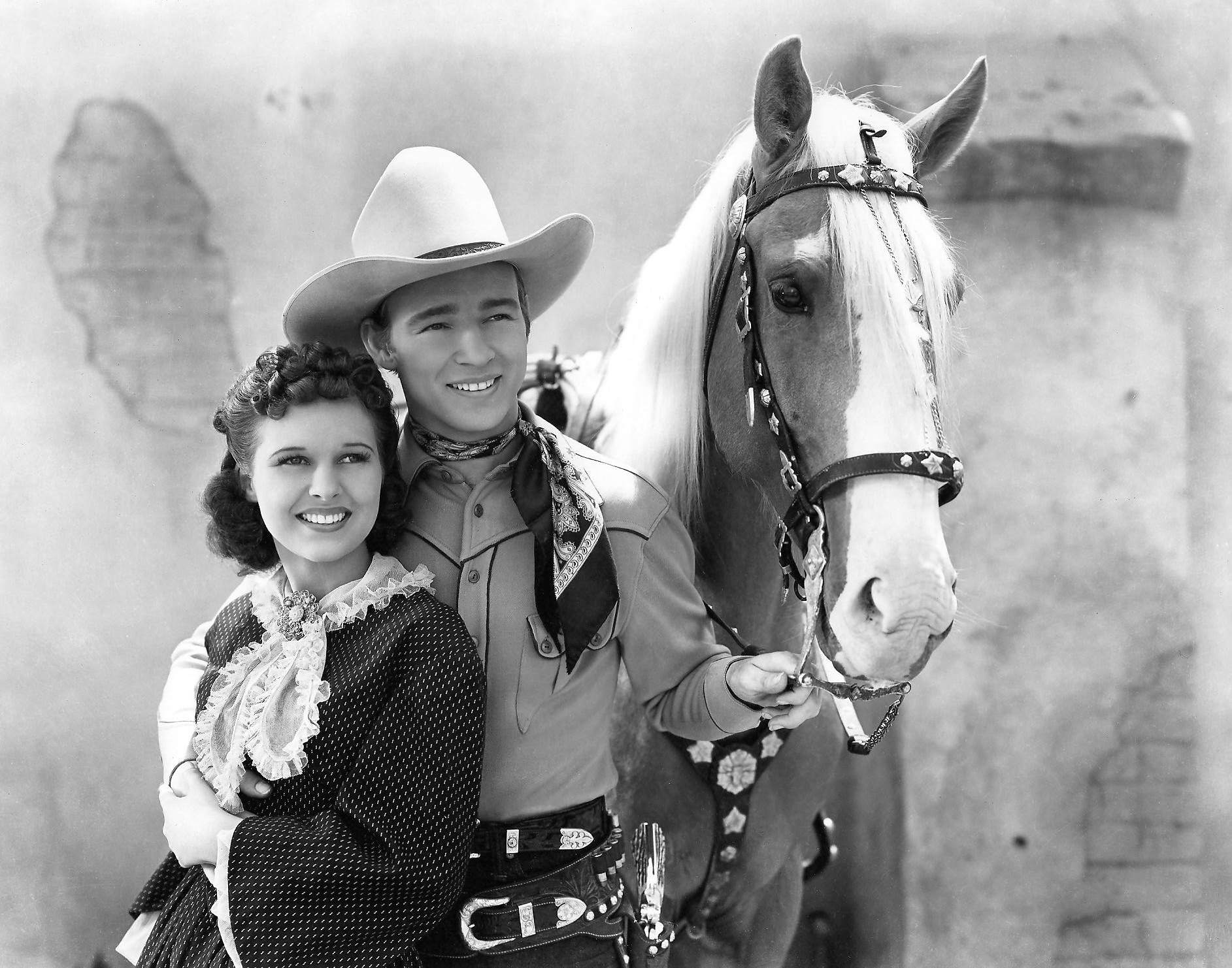 Lynne_Roberts-Roy_Rogers_in_Billy_the_Kid_Returns