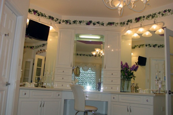 Image Master Bath with holly...