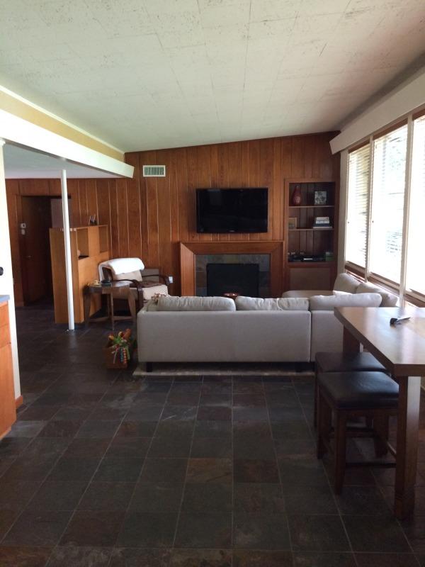 Image Midcentury modern home... (0)
