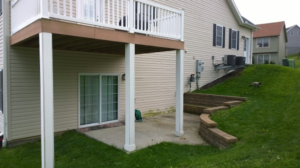 Image Side yard and side of ...