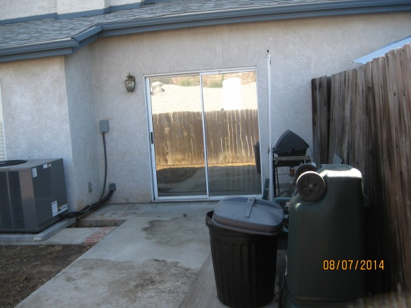 Image Small Backyard Makeover (0)