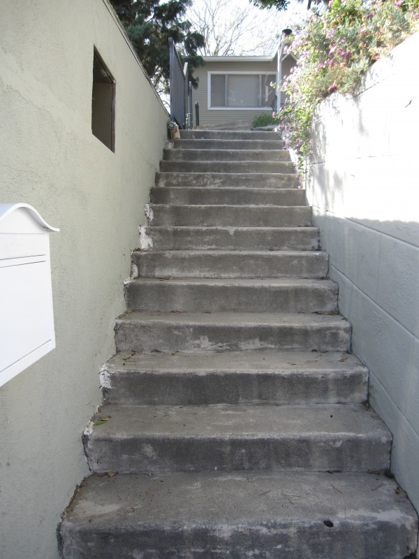 Image Existing Stairs betwee...