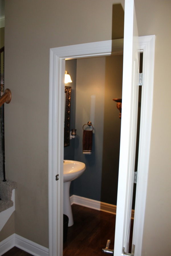 Image Main Floor 1/2 Bathroo...