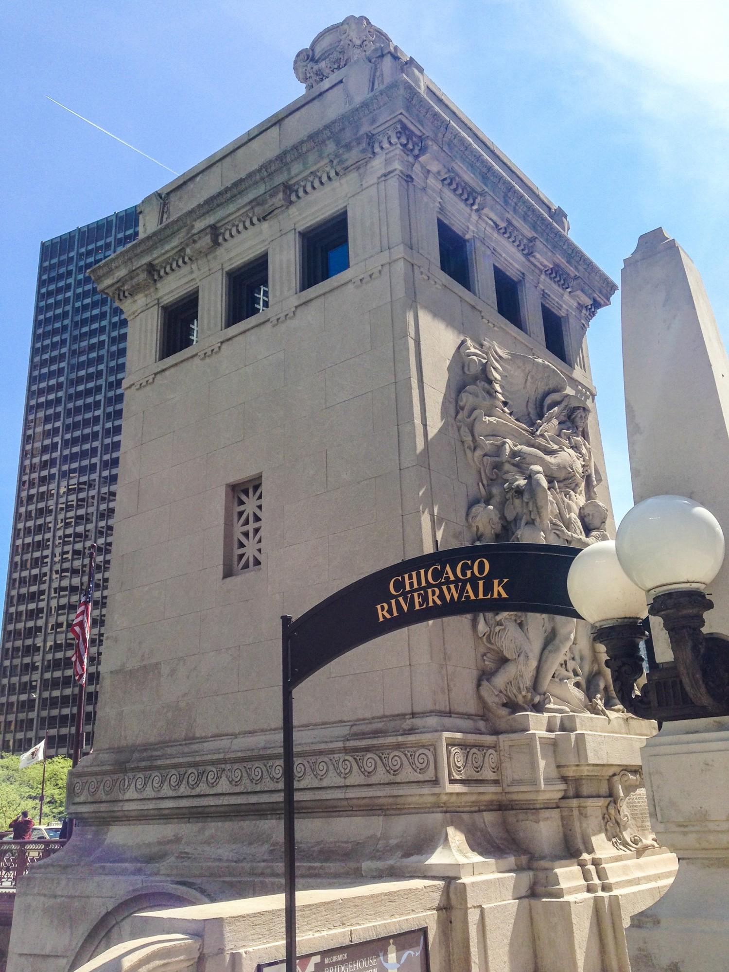 Michigan Avenue Bridge (DuSable Bridge) · Buildings of Chicago