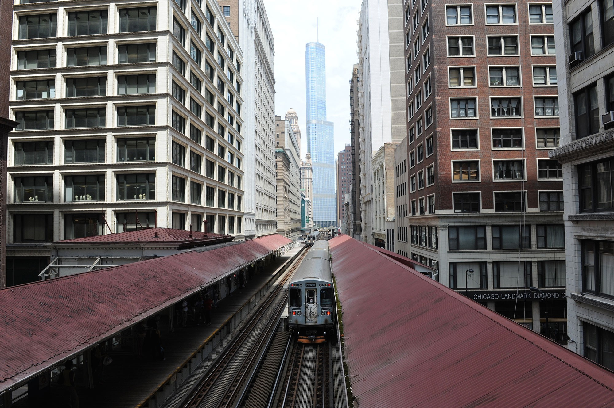 Explore Chicagos Amazing Architecture From The Unique Perspective Of Elevated Trains And Station Platforms While Learning History Famous L