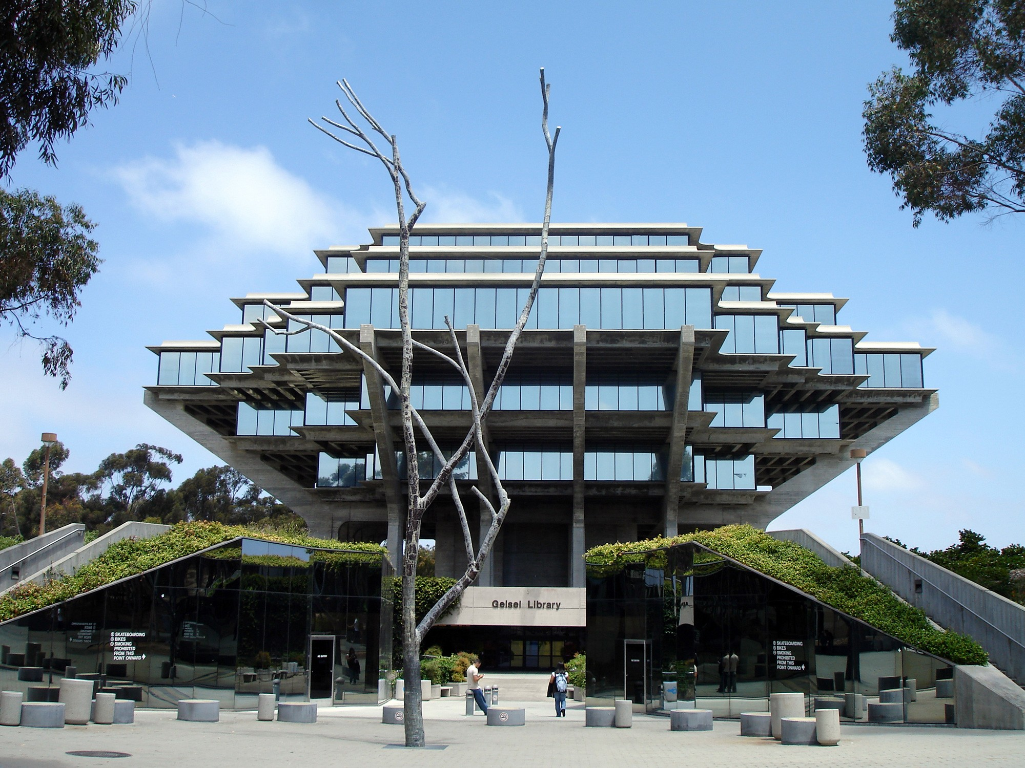 Charmant Geisel Library, UCSD. Photo Via Flickr.