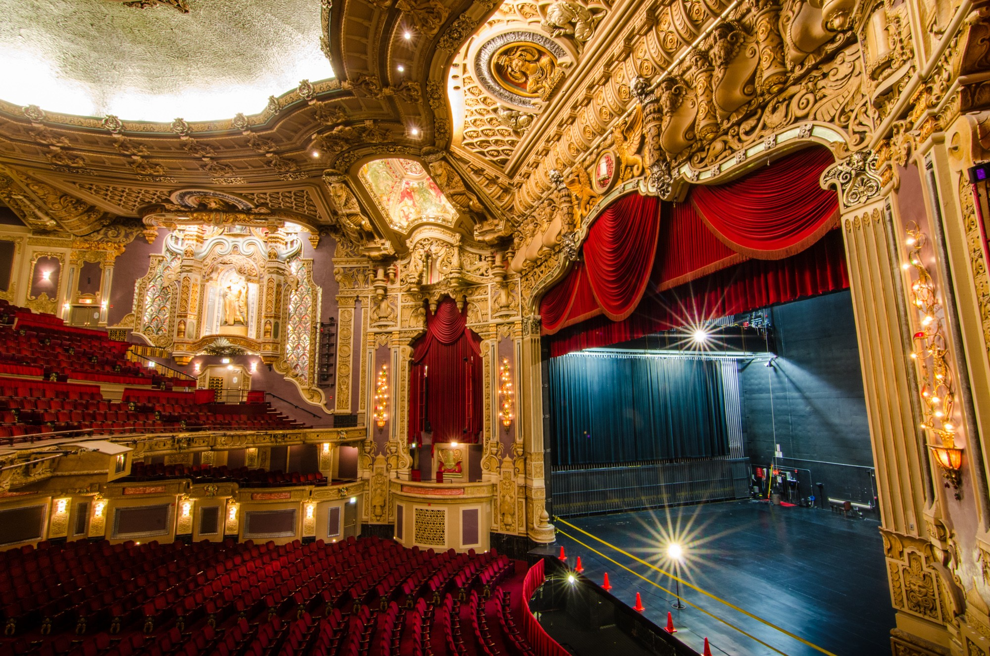 Broadway in chicago s oriental theatre sites open for Architecture orientale