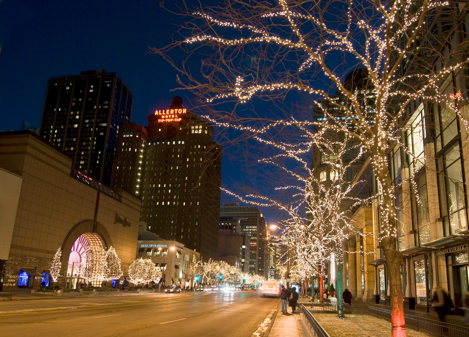 Buildings decorated for the holidays · Chicago ...