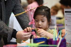 A girl working on a ferris wheel build during Engineering Fest 2019. Photo by Michael Courier.