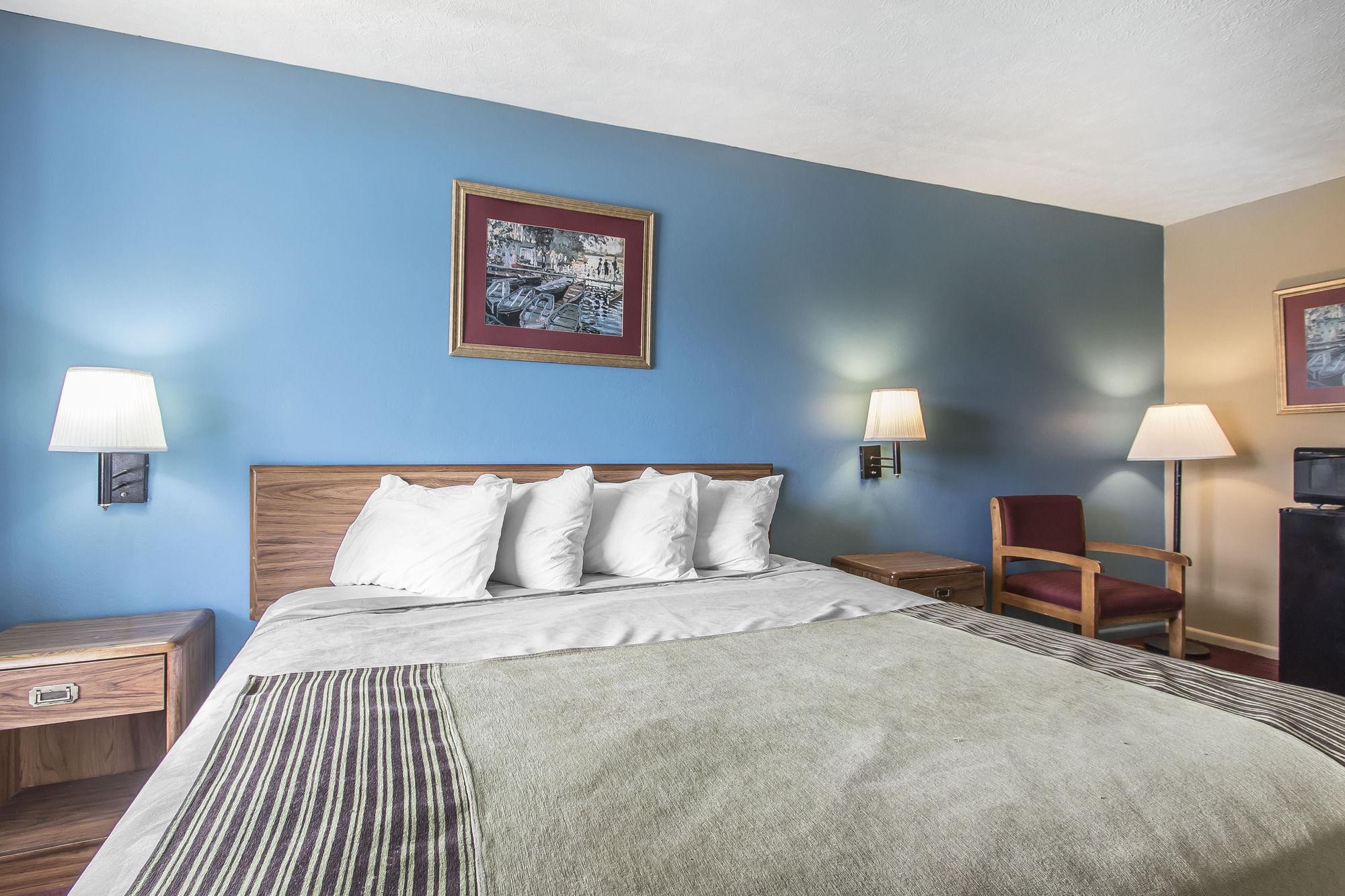 Rodeway Inn & Suites in Jackson, TN