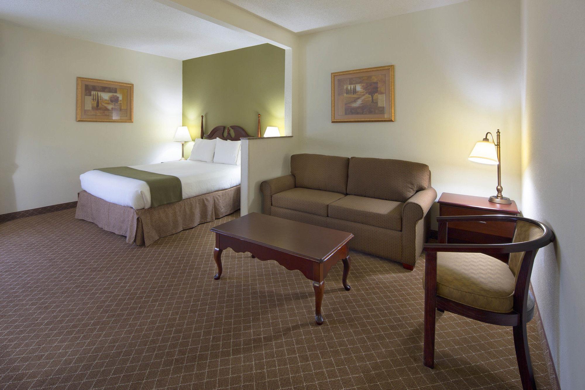 Holiday Inn Express Ft Payne in Ft Payne, AL
