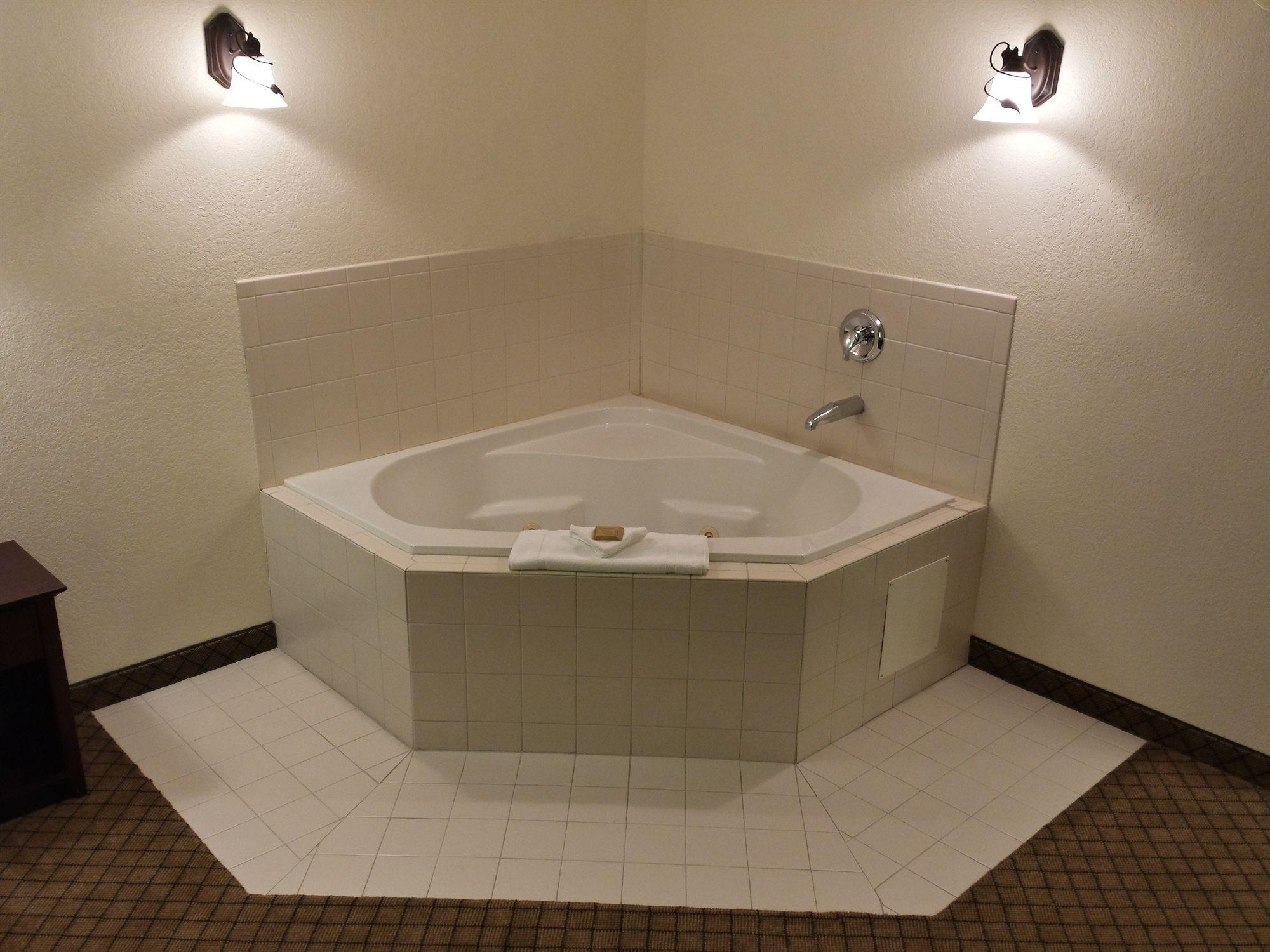Gateway Inn & Suites in Dillard, GA