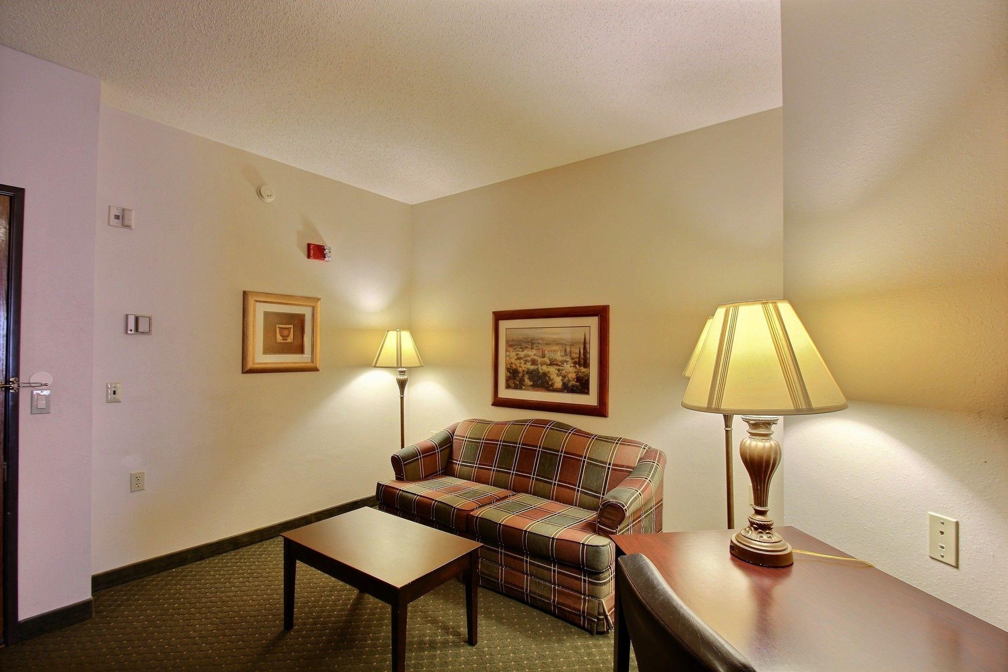 Oshkosh Hotel Coupons for Oshkosh, Wisconsin - FreeHotelCoupons.com
