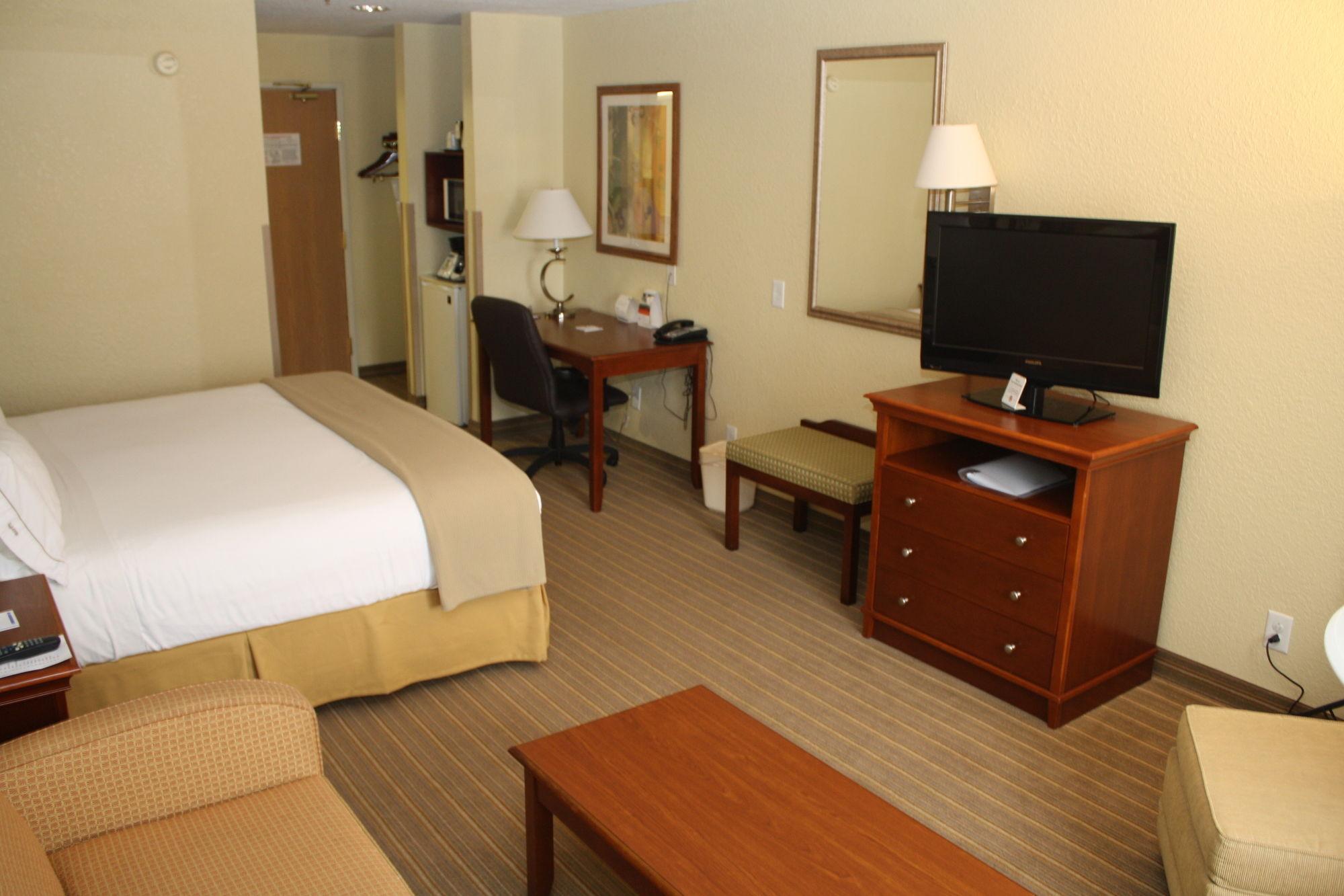 Holiday Inn Express Winfield in Hurricane, WV