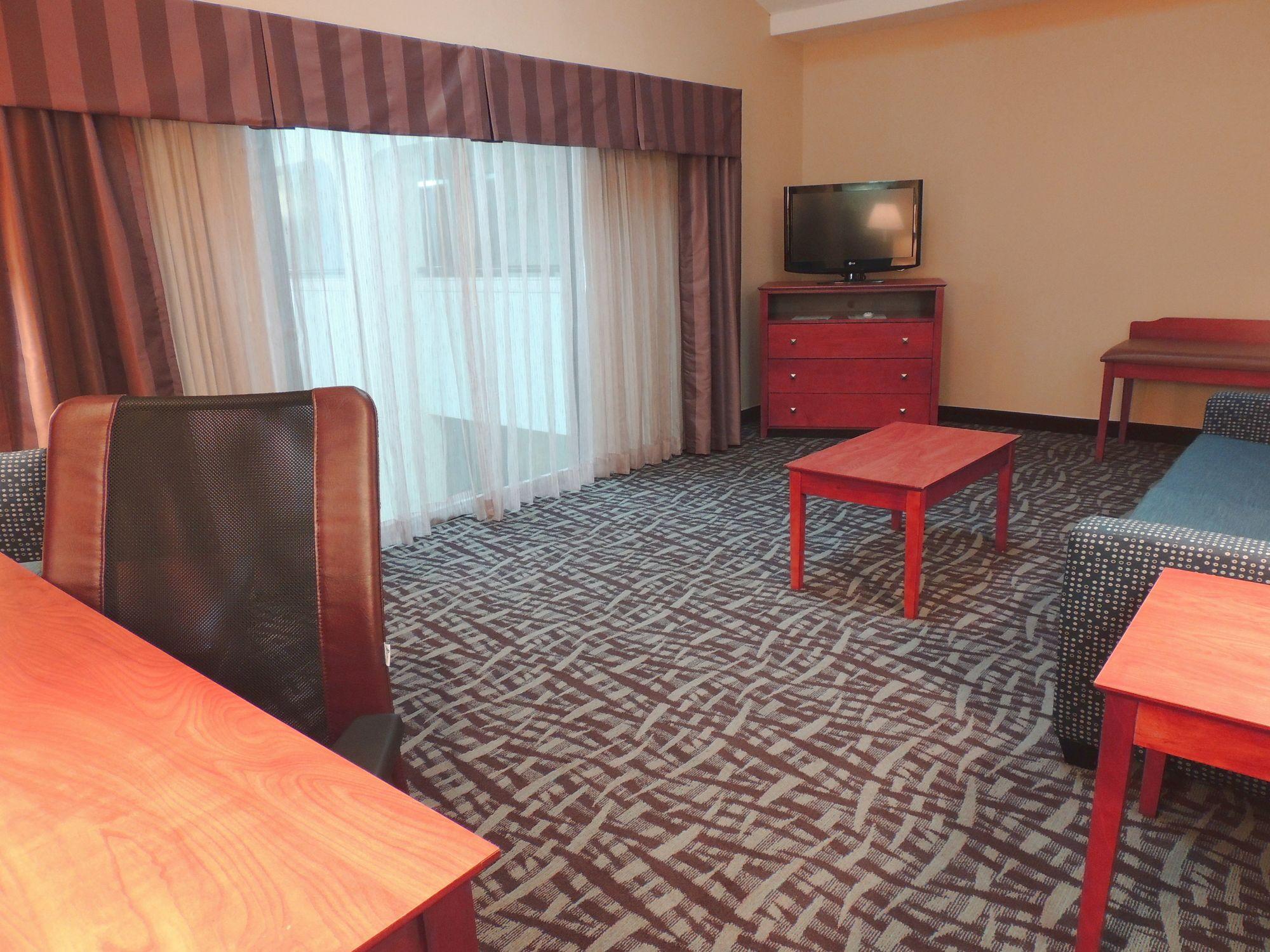 Holiday Inn Express & Suites Birmingham Trussville in Trussville, AL