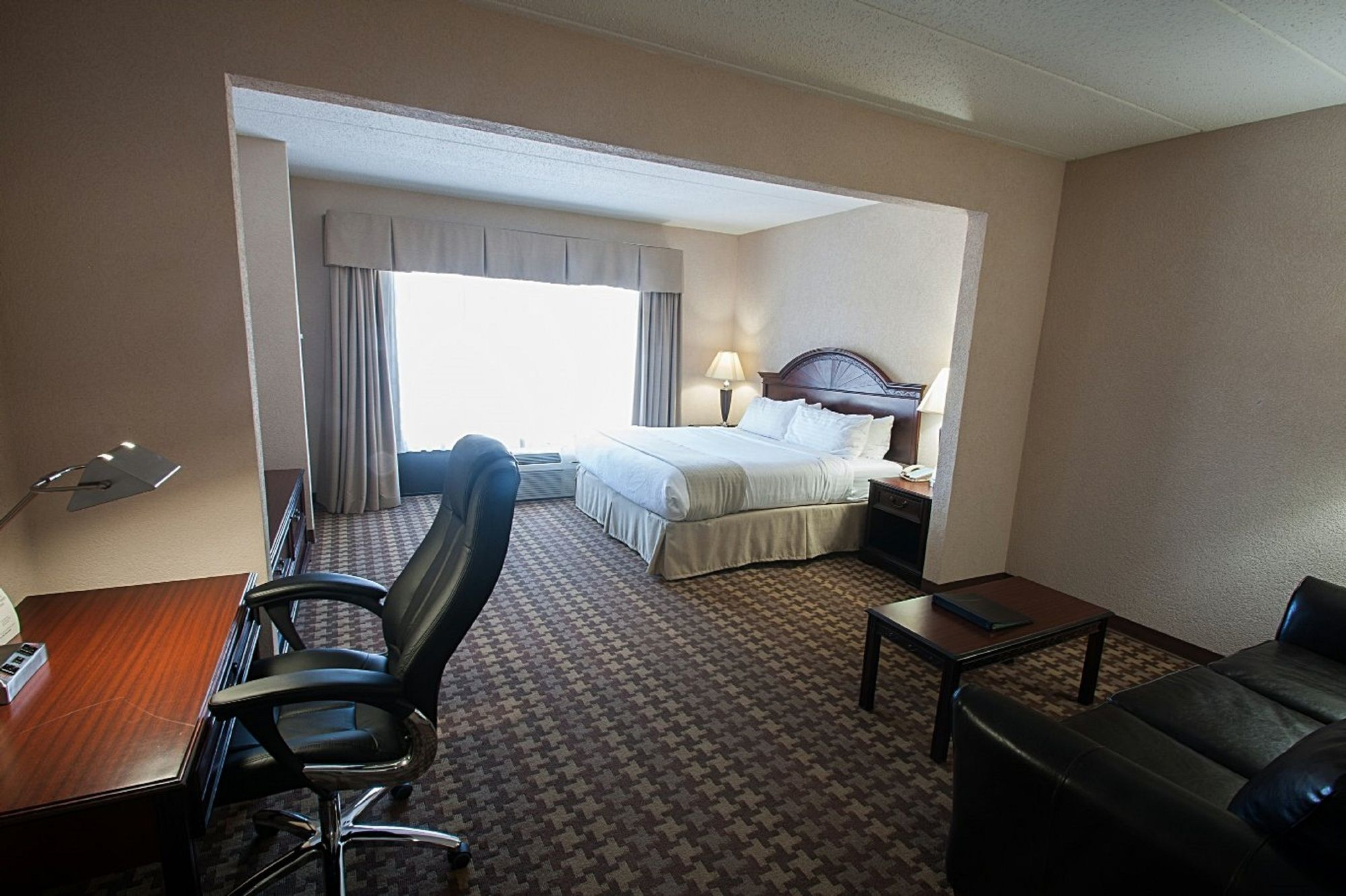 Holiday Inn Hotel and Suites Huntington-Civic Arena