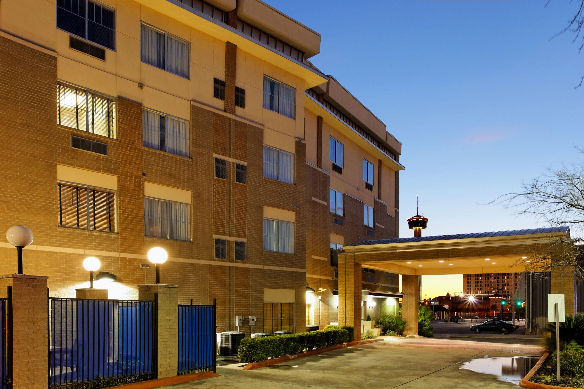 San Antonio Hotel Coupons for San Antonio, Texas - FreeHotelCoupons.com