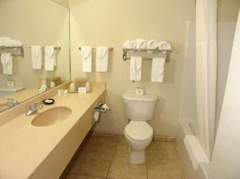 Best Quality Inn and Suites in Zephyrhills, FL