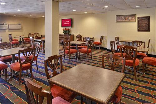 Red Roof Inn and Suites Newark - University in Newark, DE