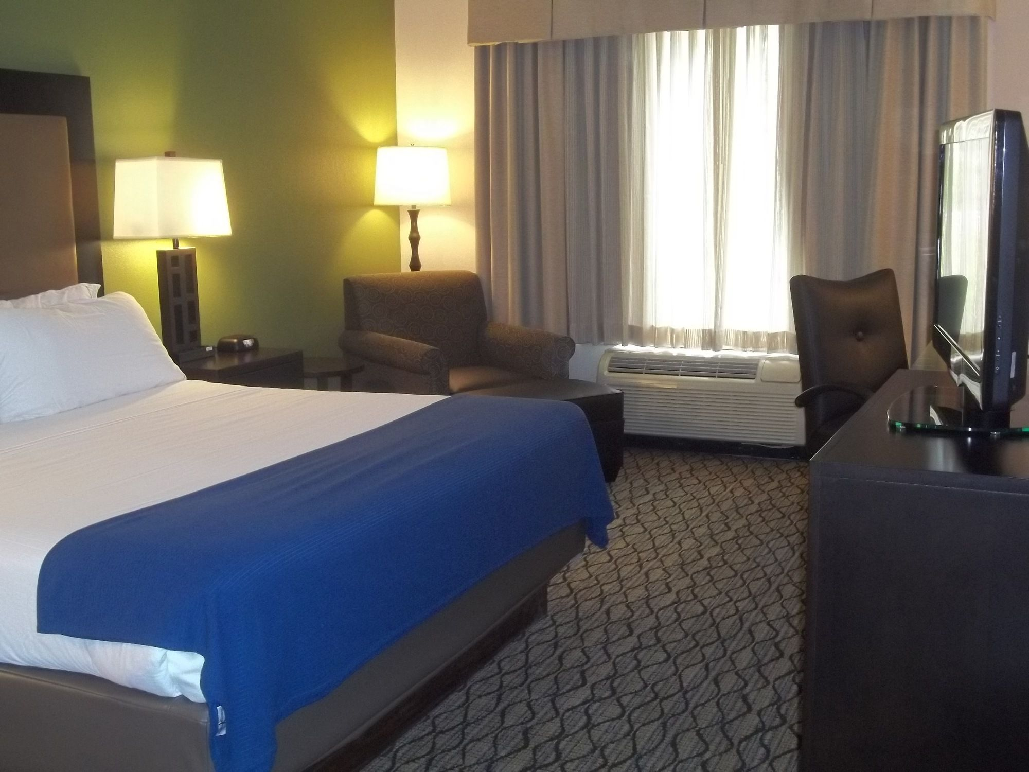 Holiday Inn Express & Suites in Winchester, VA
