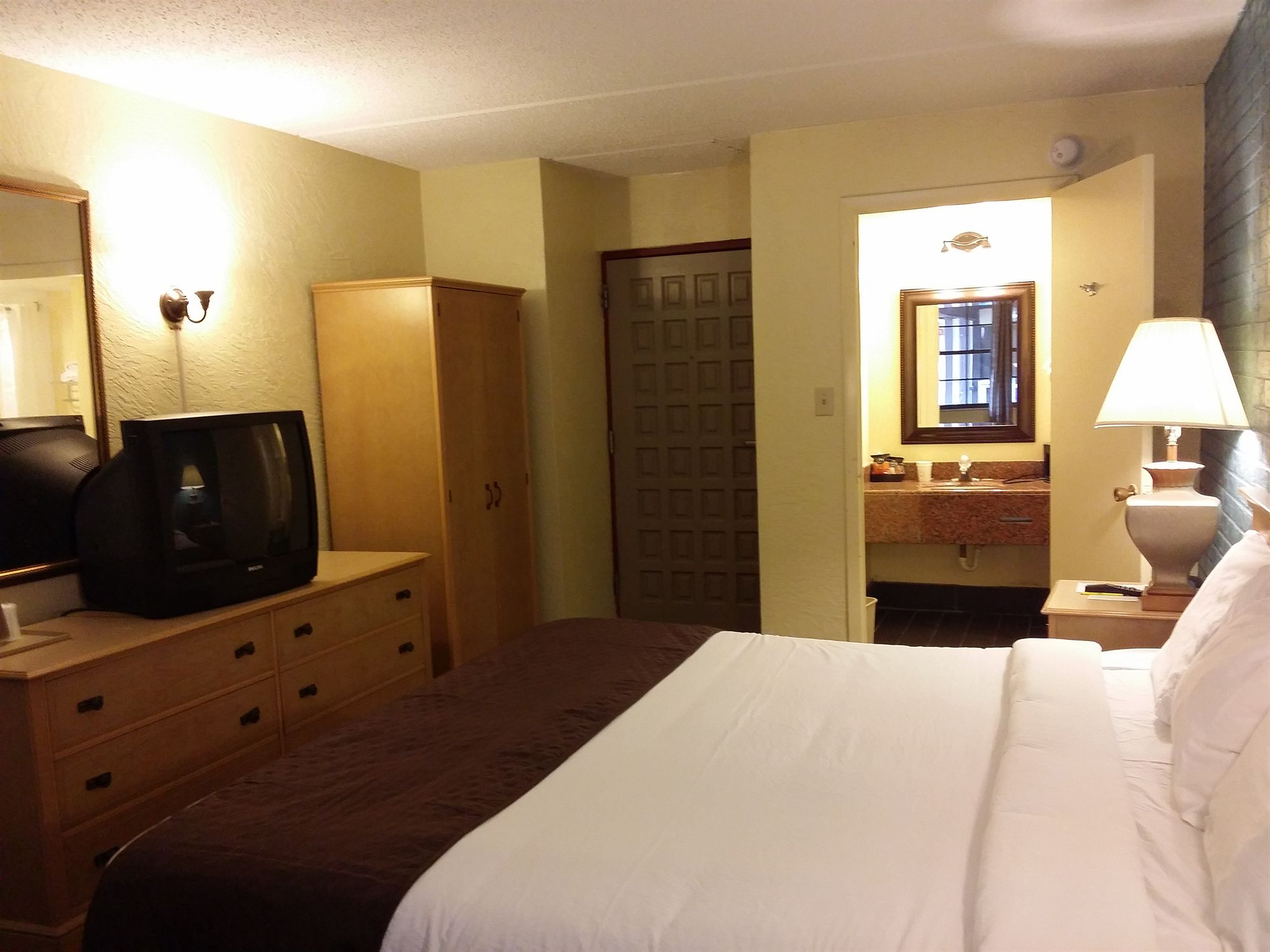 Travelodge Inn & Suites in Tallahassee, FL
