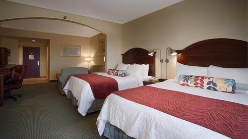 Best Western Plus Lake County Inn & Suites in Tavares, FL