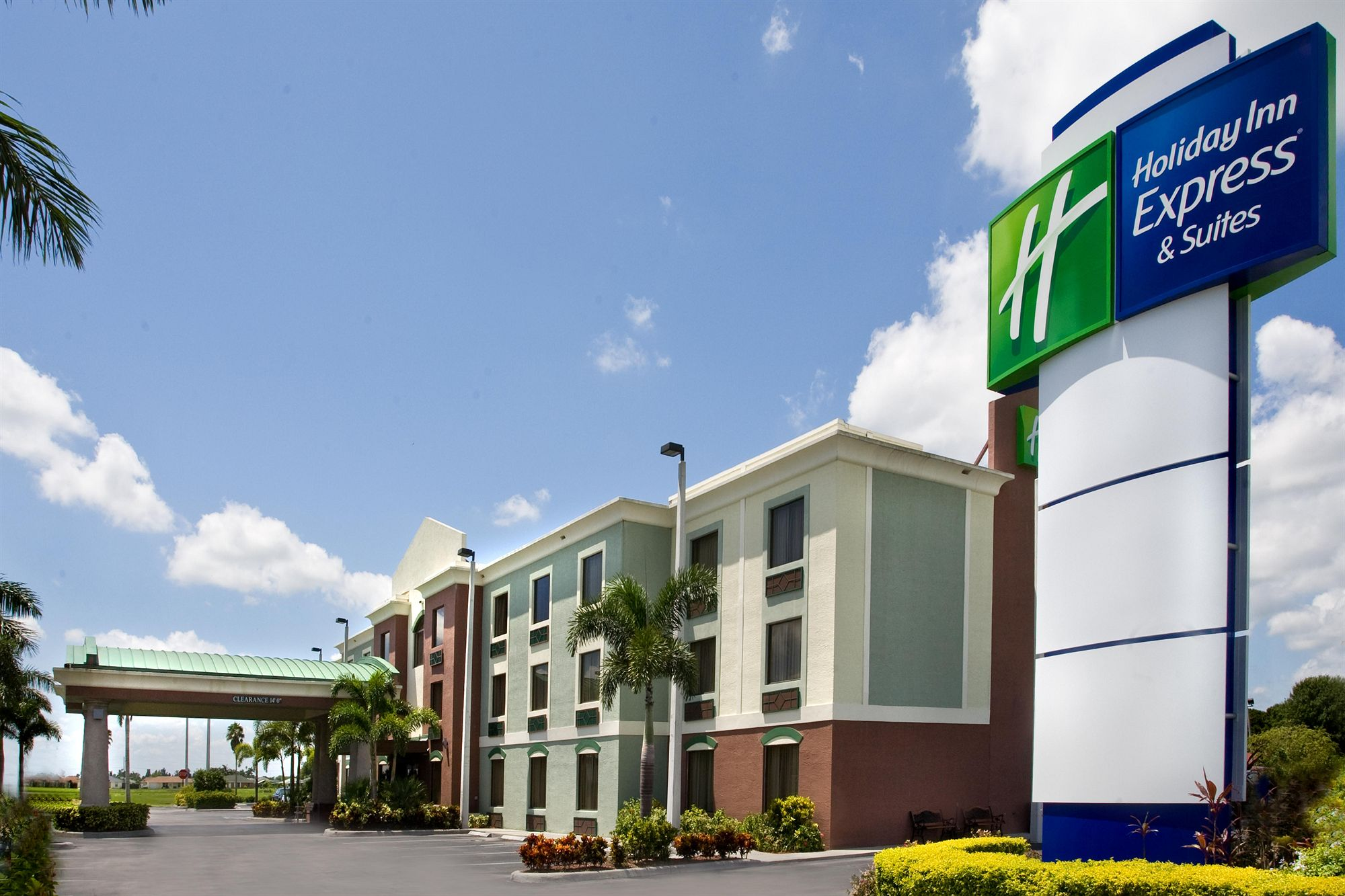 Holiday Inn Express Hotel & Suites Clewiston