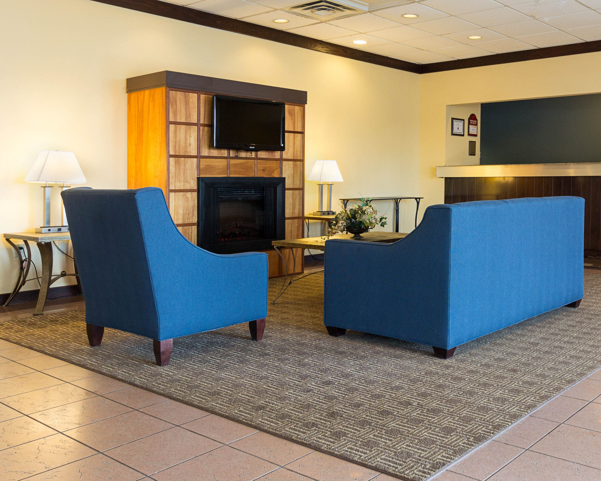 syracuse hotel coupons for syracuse new york. Black Bedroom Furniture Sets. Home Design Ideas
