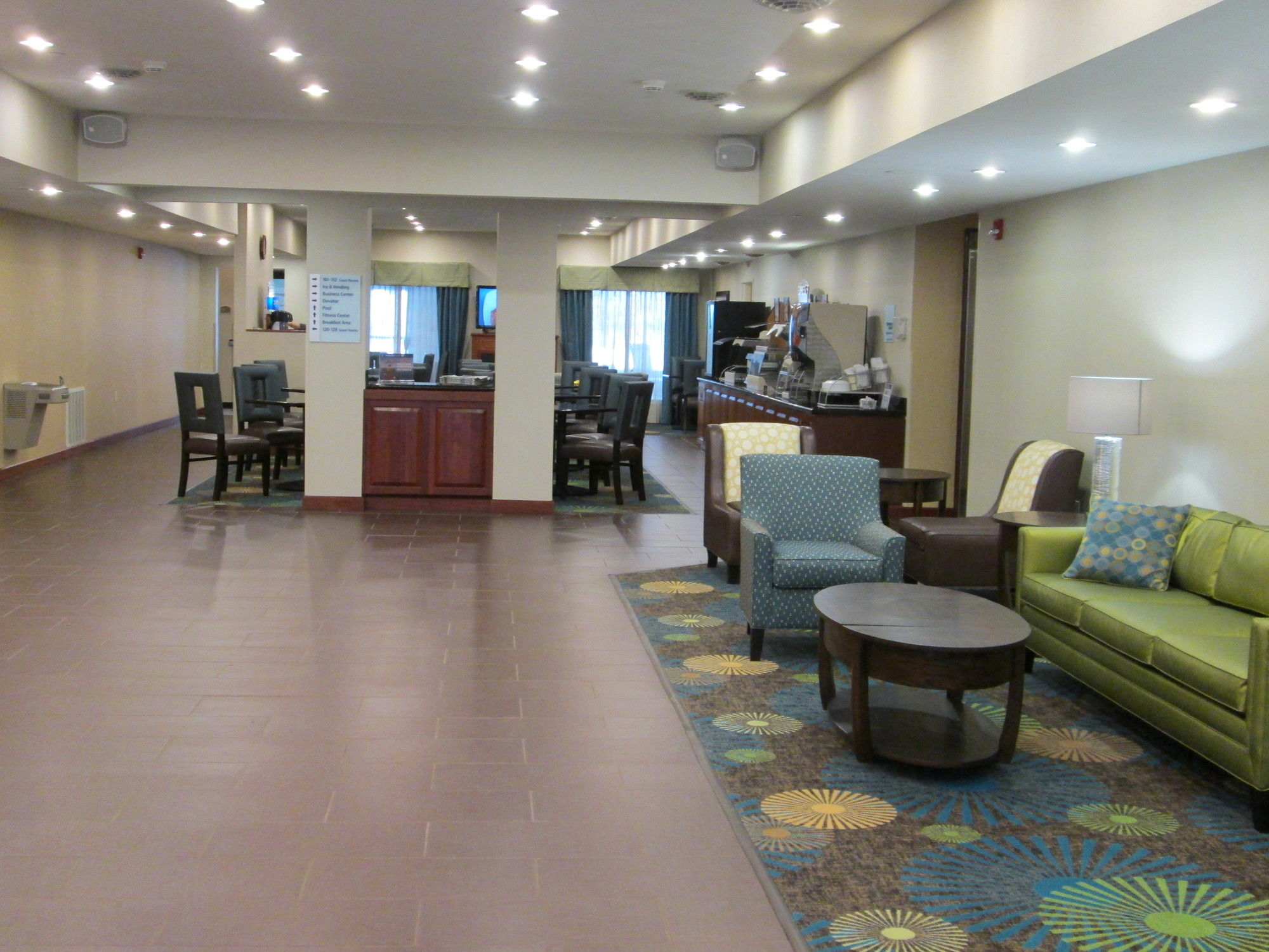 Holiday Inn Exp Chester Wv
