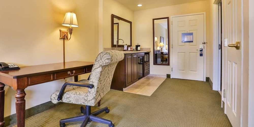 Hampton Inn & Suites Savannah Historic District in Savannah, GA