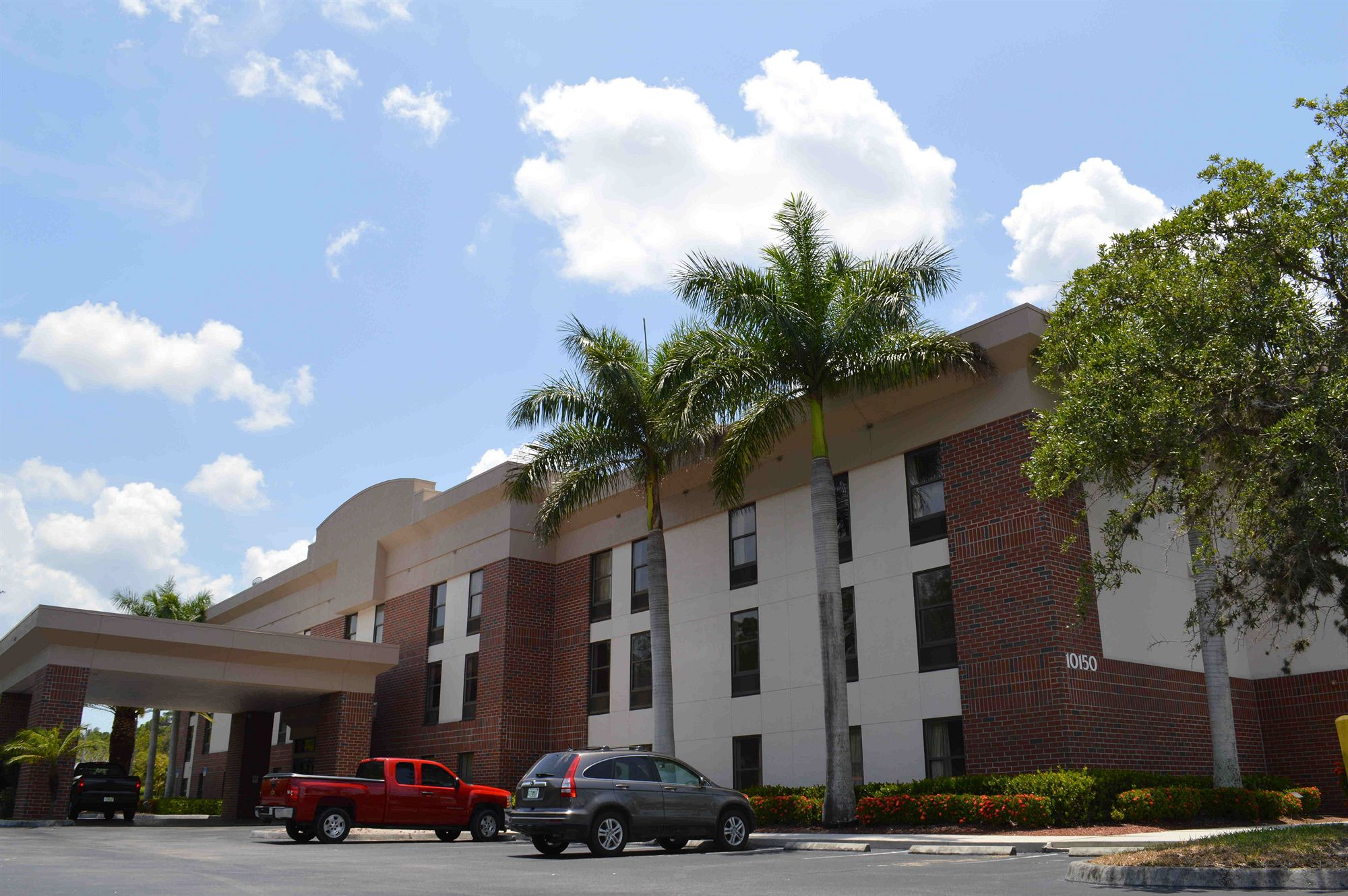 Days Inn & Suites in Ft Myers, FL