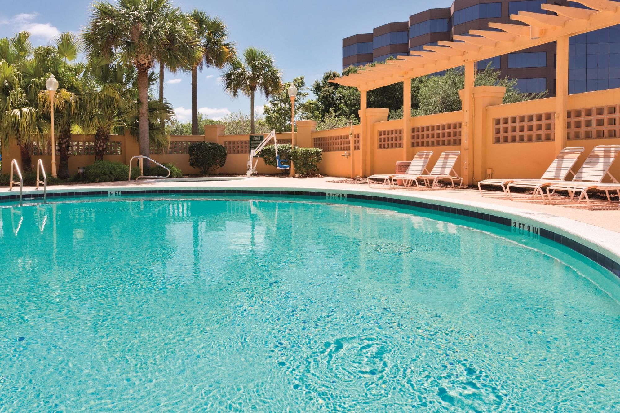 La Quinta Inn and Suites Jacksonville Butler Boulevard