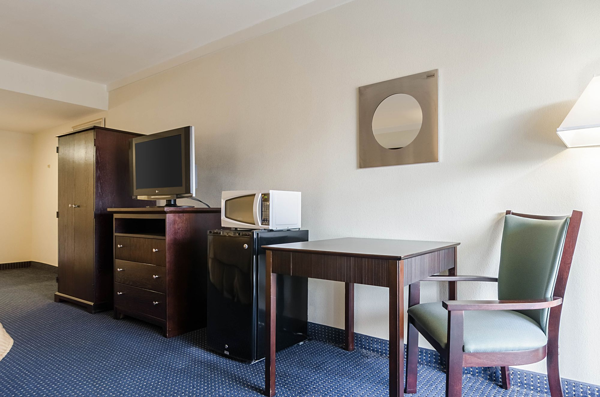 Quality Inn & Suites Williamsburg Central