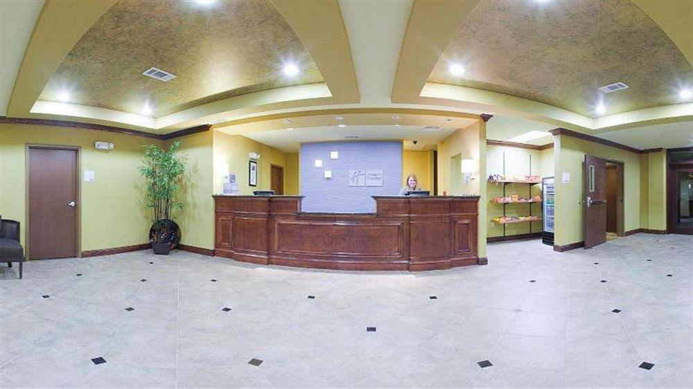 Holiday Inn Express & Suites Foley in Foley, AL