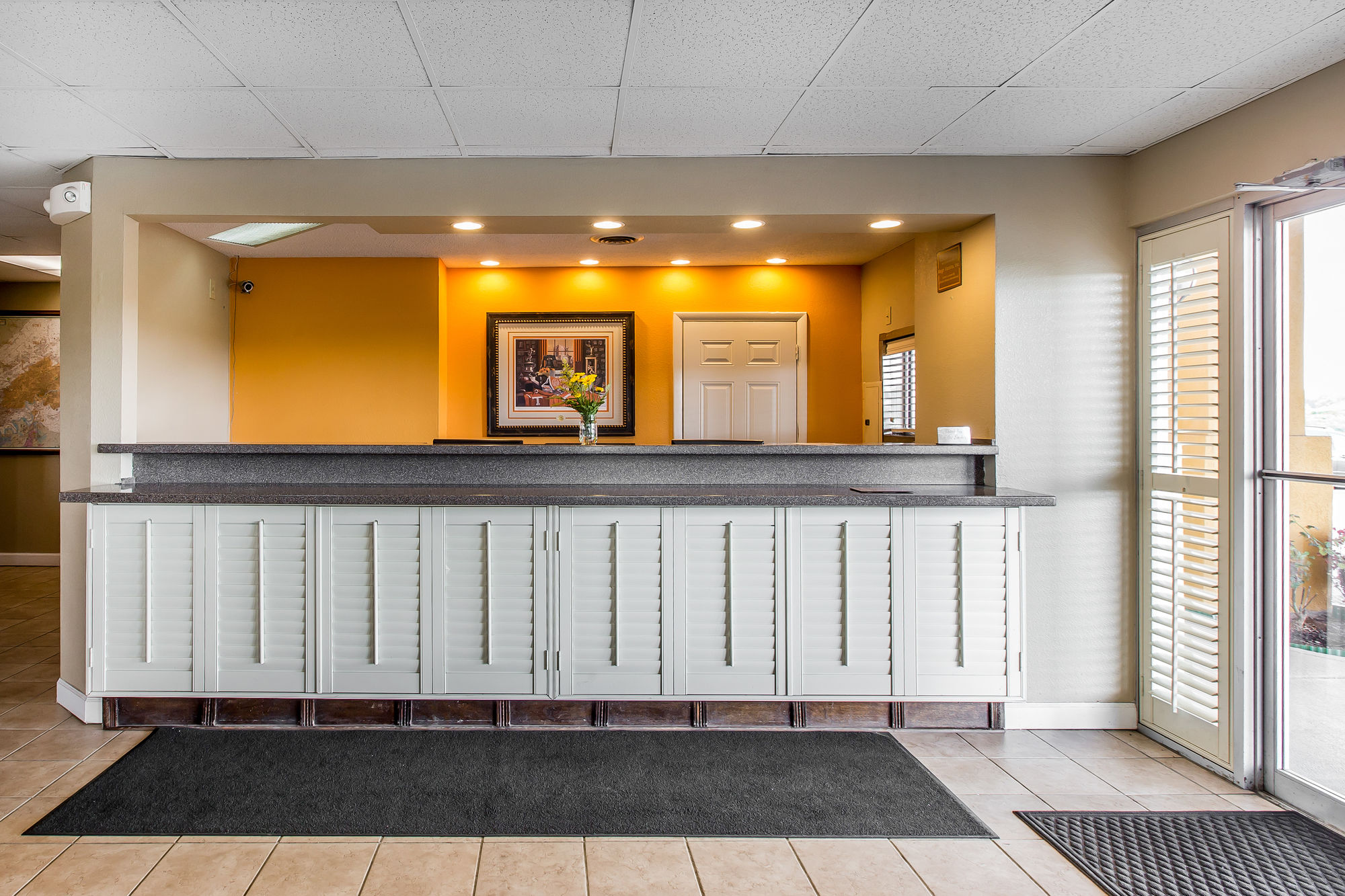 EconoLodge Inn & Suites in Knoxville, TN