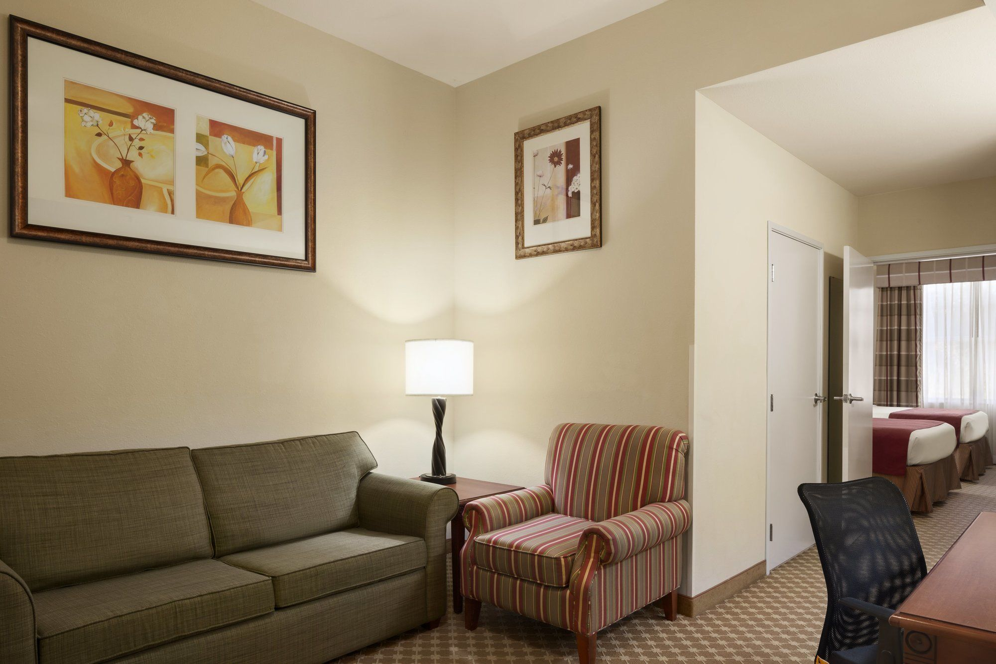 Country Inn & Suites in Crestview, FL