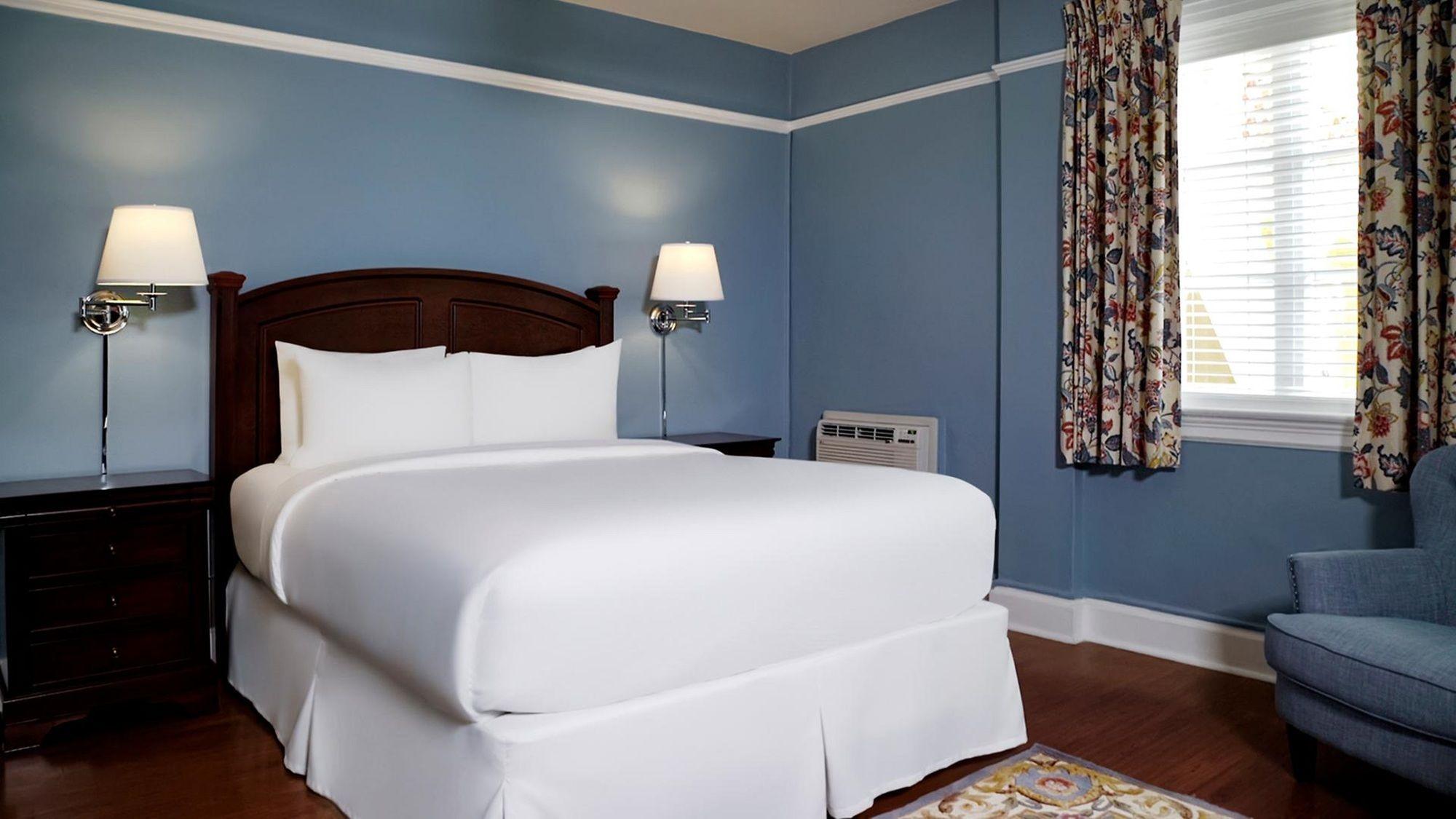 Bradley Park Hotel in Palm Beach, FL