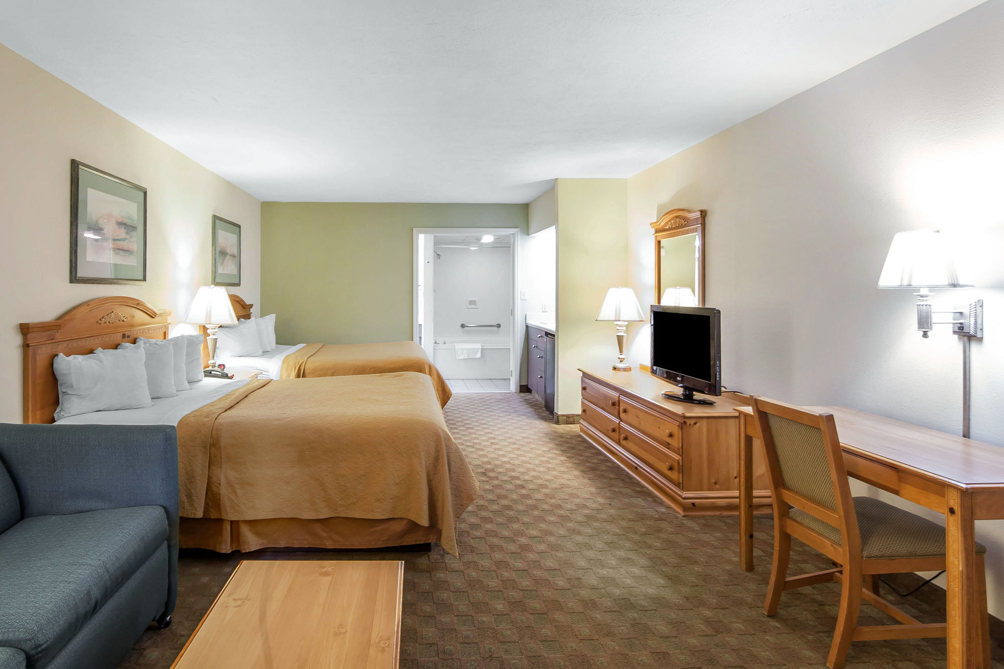 Quality Inn And Suites Dollywood in Pigeon Forge, TN