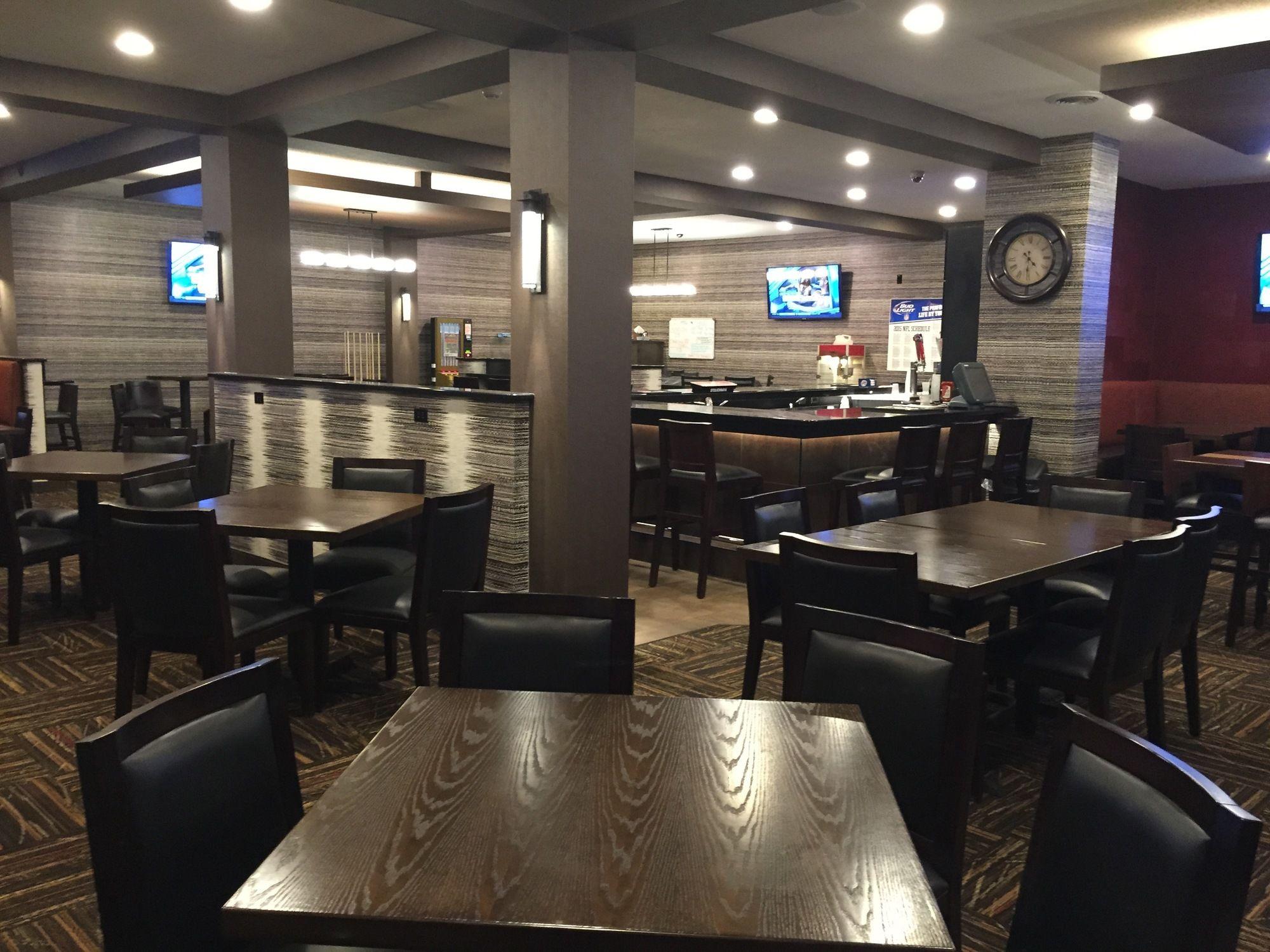 grand forks hotel coupons for grand forks north dakota. Black Bedroom Furniture Sets. Home Design Ideas
