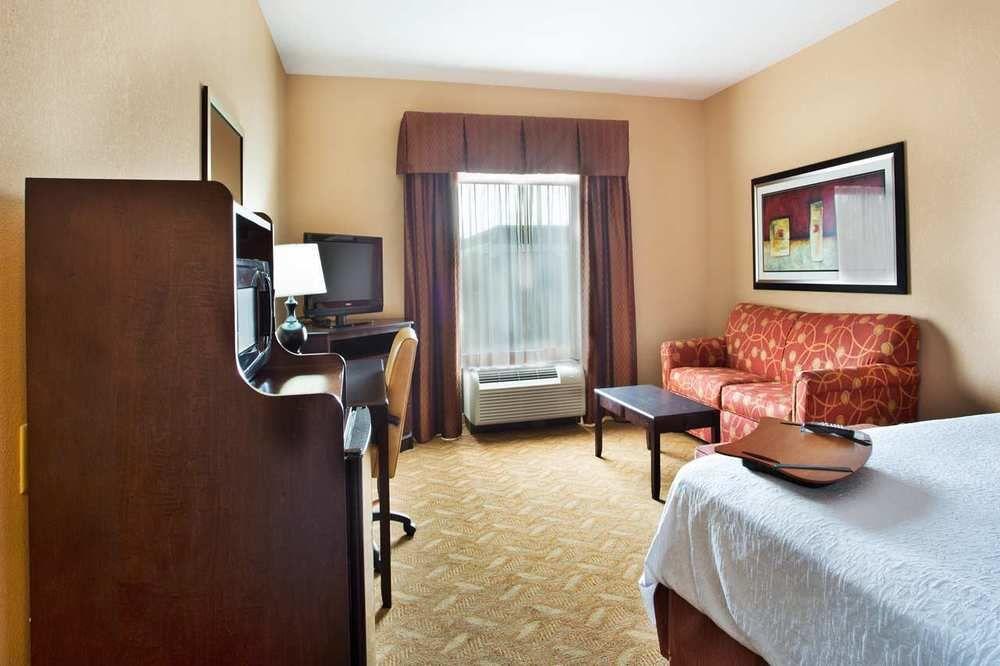 Hampton Inn and Suites Laurel in Laurel, MS