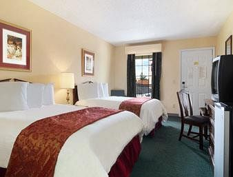 Baymont Inn and Suites Macon / Plantation Dr At Zebulon Road