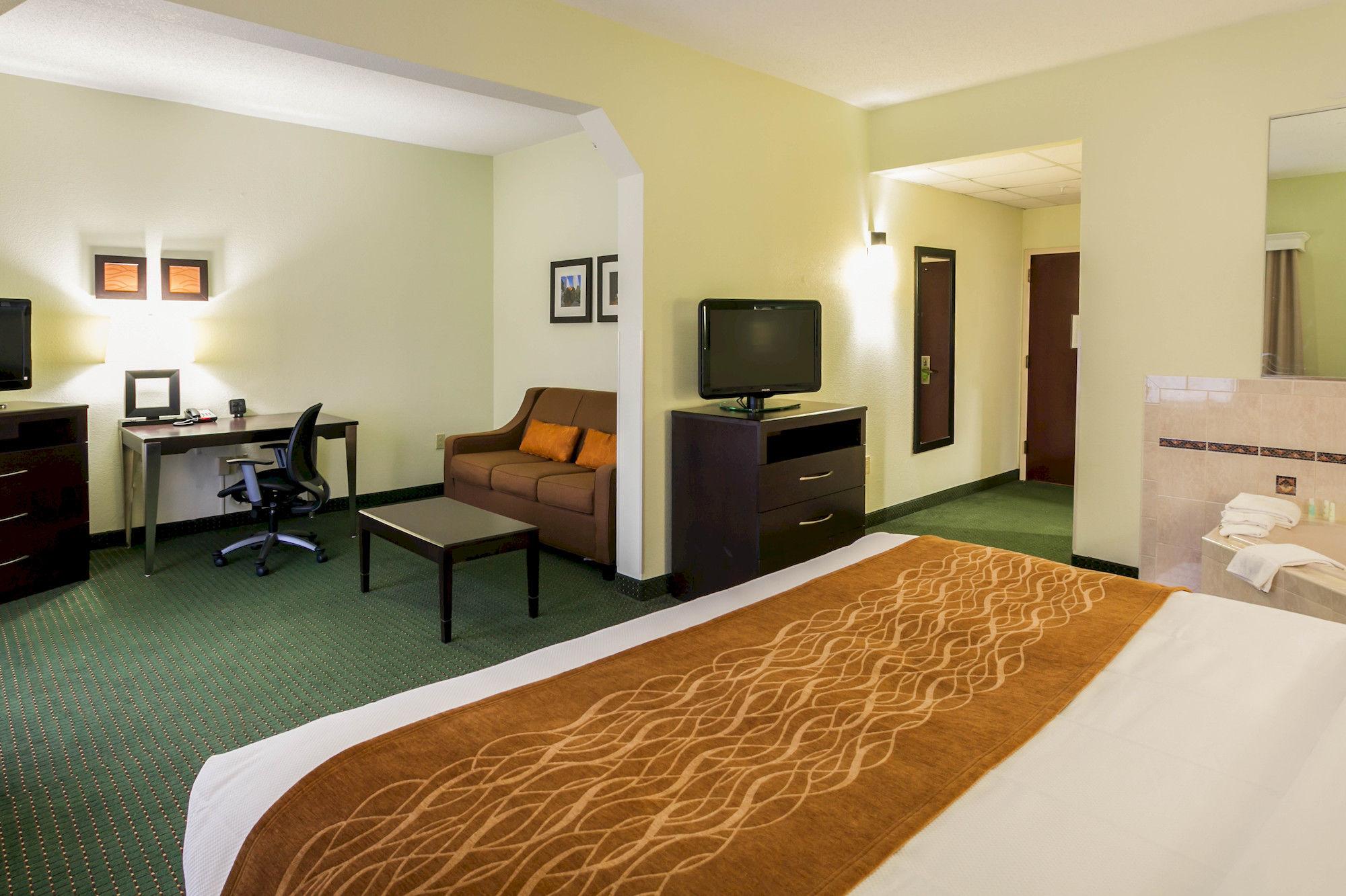 Comfort Inn & Suites Cornelius in Cornelius, NC