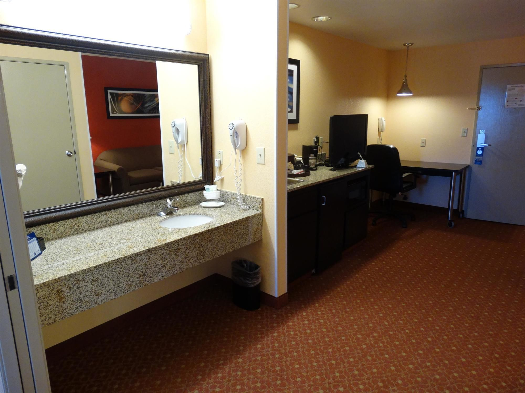 Best Western Plus Carlton Suites in Birmingham, AL