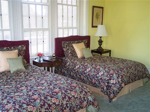 Abingdon Manor - Country Inn & Restaurant in Latta, SC