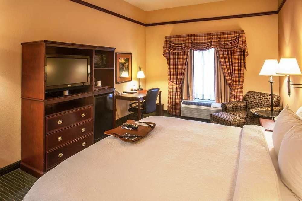 stillwater hotel coupons for stillwater oklahoma. Black Bedroom Furniture Sets. Home Design Ideas